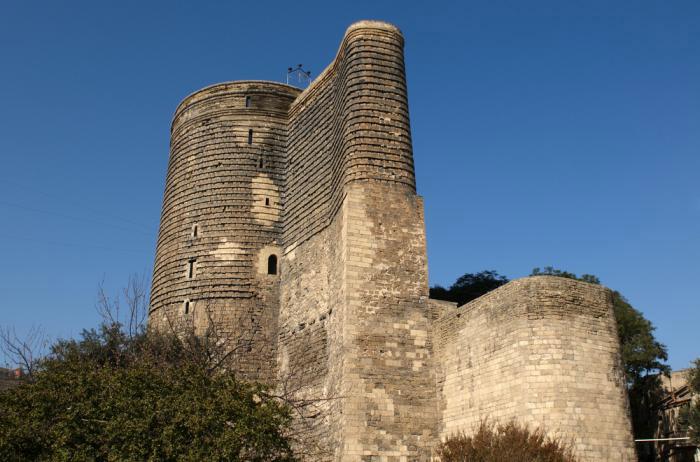Tháp Maiden được xây dựng với mục đích quan sát thiên văn và thờ thần lửa.