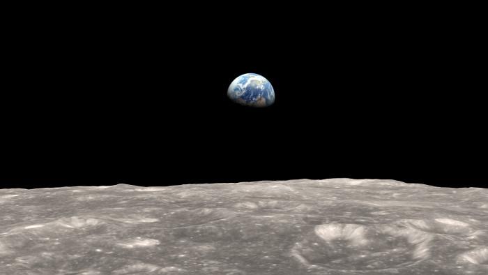 Đây là thiên thể ngoài Trái Đất duy nhất mà con người đã từng trải nghiệm lực hấp dẫn trên bề mặt.