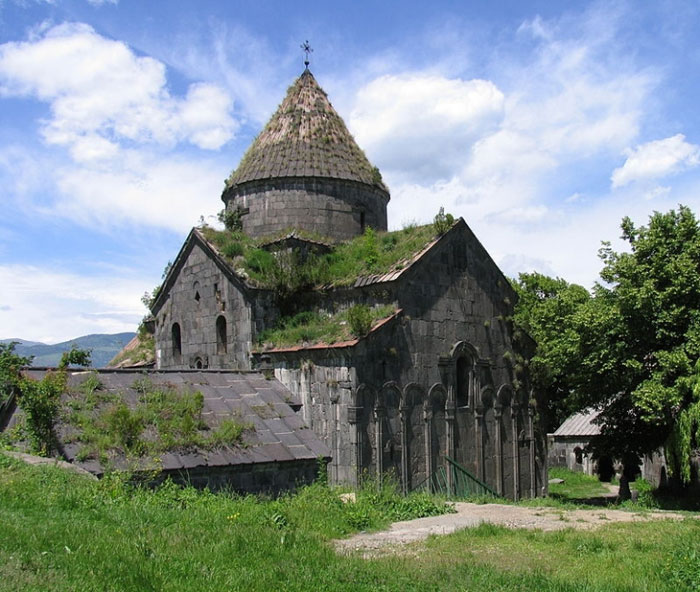 Làng Sanahin nổi tiếng vì có một tu viện được xây dựng từ đầu thế kỷ thứ 10.