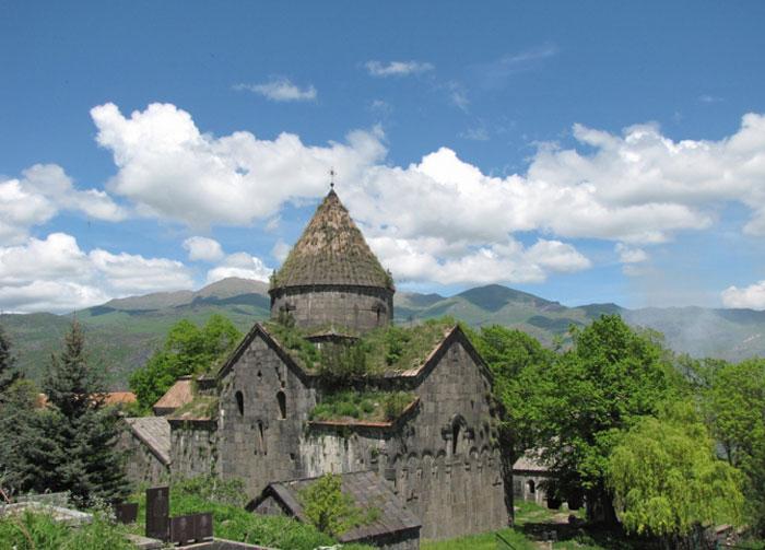 Phong cảnh tự nhiên với cây cối xanh tươi đã khiến cho tu viện Sanahin trở thành một bức tranh phong cảnh tuyệt đẹp
