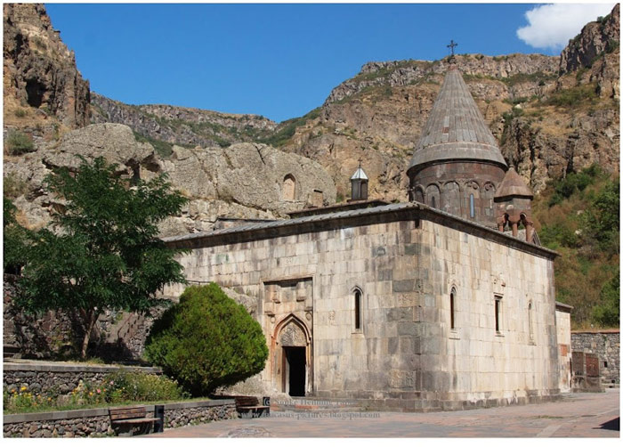 Trong tổ hợp tu viện Geghard còn có mộ của hoàng tử Merik và Grigor