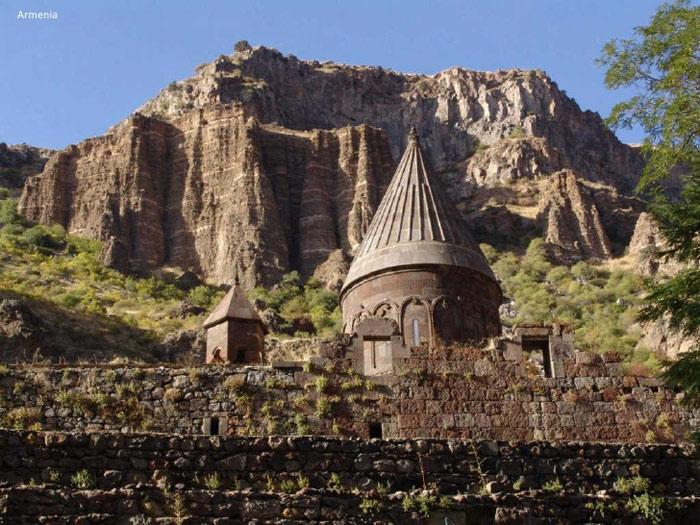 Phần cổ nhất của khu phức hợp tu viện Haghpat là nhà nguyện nhỏ của St Gregory, nằm về phía đông, bên ngoài nhóm chính.