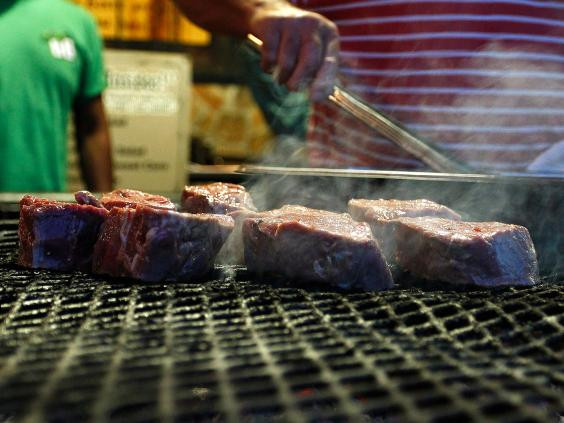 Ăn thịt tái có thể dẫn đến mắc bệnh kiết lị và thương hàn.