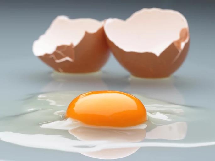 Ăn trứng sống là tác nhân chính của dịch thương hàn.