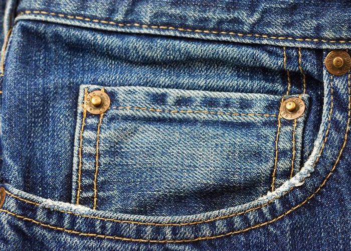 """Bạn có bao giờ để ý đến chiếc túi bé xíu """"thừa thãi"""" trên quần jean?"""