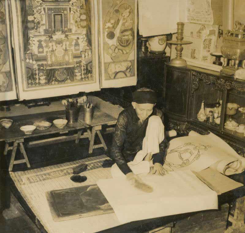 Một nghệ nhân vẽ tranh Tết
