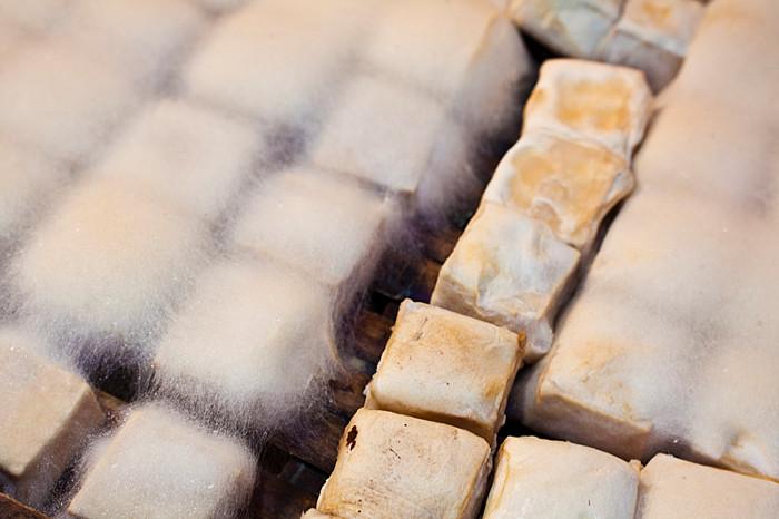 Đậu phụ thối là đậu phụ thường lên men rất nặng mùi.