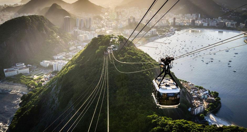 Tuyến cáp này đưa du khách tới đồi Urca trên vịnh Guanabara, sau đó tới đỉnh núi Sugarloaf ở độ cao 396 m.