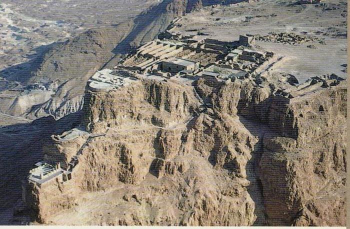 Masada nguyên là một pháo đài của người Do Thái nằm trong địa phận của Israel