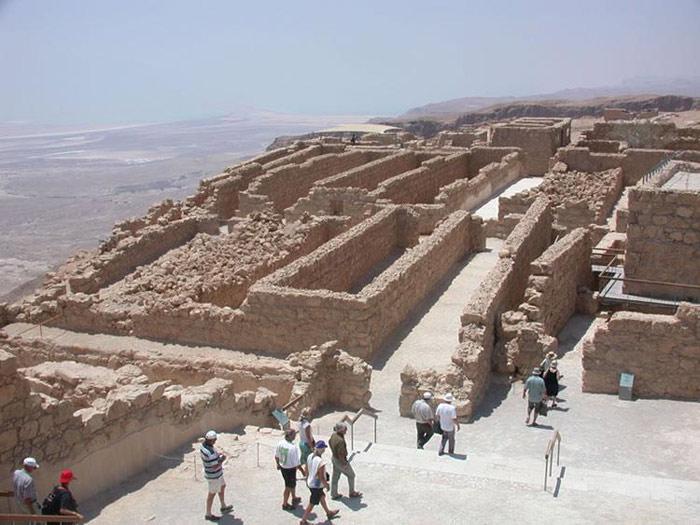 Một số công trình quan trọng đến nay vẫn đang tiếp tục được trùng tu và bảo tồn, tôn tạo