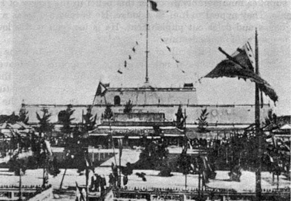 Cột cờ thành Huế ngày tế lễ Nam Giao dịp tết năm 1935