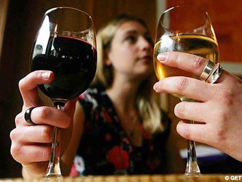 Đỏ mắt khi uống rượu