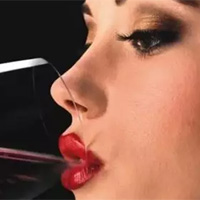 Người uống rượu bị đỏ mặt nên cẩn trọng