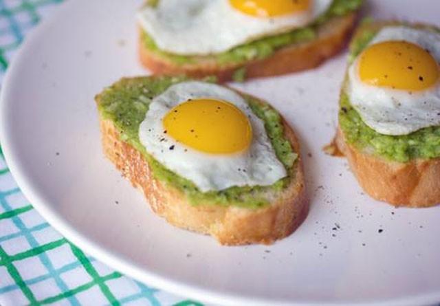 Trứng là một lựa chọn hợp lý cho bữa ăn đầu tiên khi bạn đã tỉnh táo sau cơn say.