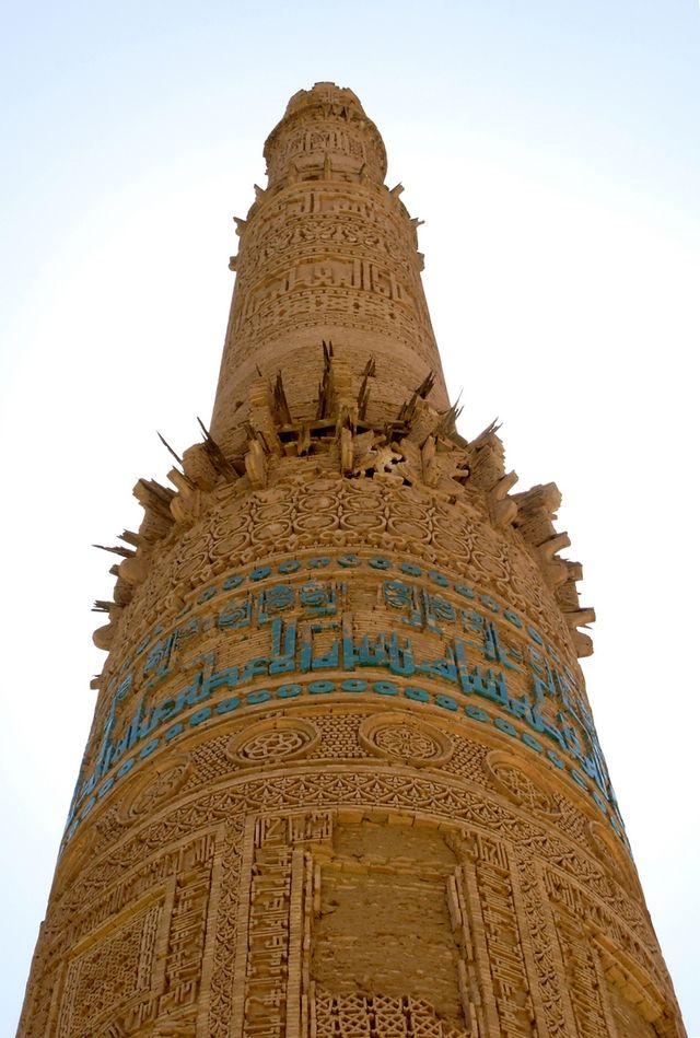 Những chạm khắc tinh xảo phía bên ngoài tháp Minaret ở Jam
