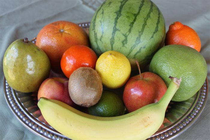 Ăn bất cứ trái cây nào có hình tròn vào ngày đầu năm mới là tục lệ thường gặp ở nhiều nước
