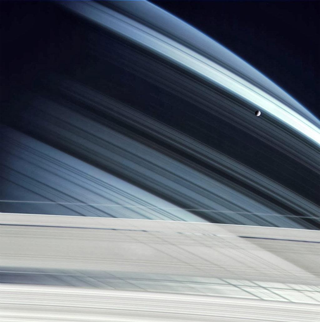 Mặt trăng Mismas được phát hiện từ năm 1789 bởi William Herschel - nhà thiên văn học người Anh.