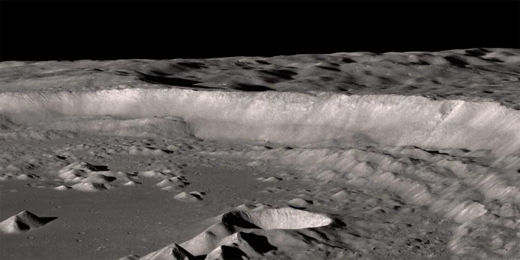 Miệng núi lửa Antoniadi tại cực Nam của Mặt trăng. Một số nhà khoa học cho rằng nơi đây đã từng có sông và hồ.