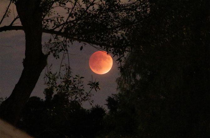HIệu ứng của vị trí Mặt trăng lên áp suất không khí của Trái đất đã được phát hiện vào năm 1847.