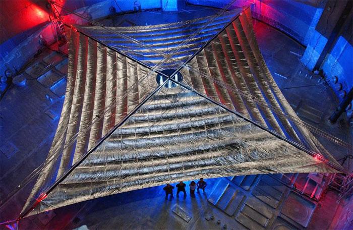 """""""Cánh buồm"""" năng lượng mặt trời được làm từ vật liệu siêu mỏng, độ phản chiếu cao."""