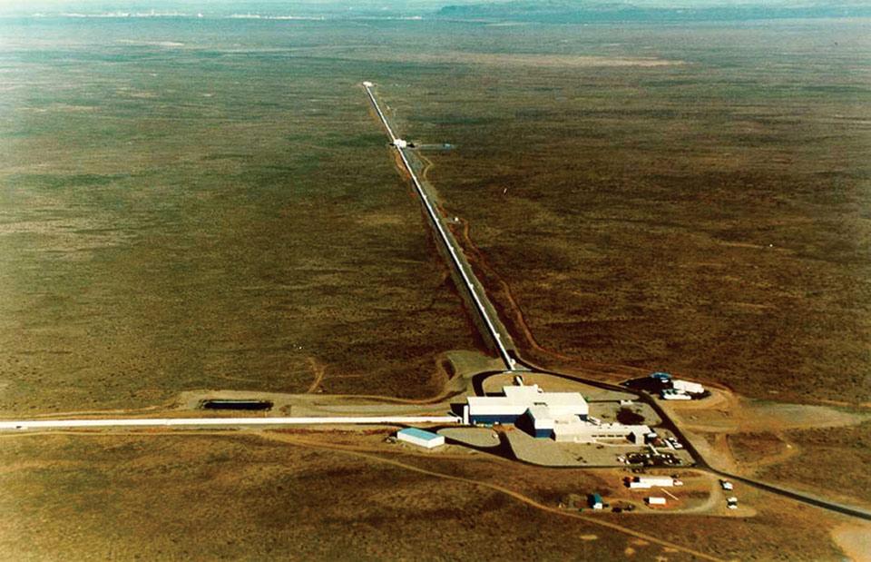 Đài quan sát LIGO nhìn từ trên cao