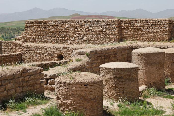 Unesco đã công nhận Khu vực khảo cổ Takht-E Soleyman của Iran là Di sản văn hóa năm 2003.