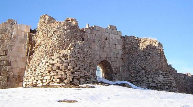 Khu vực khảo cổ Takht-E Soleyman có sức ảnh hưởng mạnh mẽ tới sự phát triển kiến trúc tôn giáo và văn hóa dưới thời kỳ Sassanid