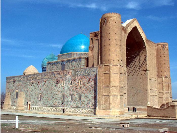 Tuy nhiên, chính nhờ cấu trúc xây dựng còn dở dang mà sau này, các kiến trúc sư tài hoa người Ba Tư mới học hỏi và áp dụng gần như nguyên vẹn kiểu mẫu của công trình này cho các kiến trúc vỹ đại tại thành phố Samarkand nằm trên con đường tơ lụa nổi tiếng thuộc đất nước Uzbekistan ngày nay.