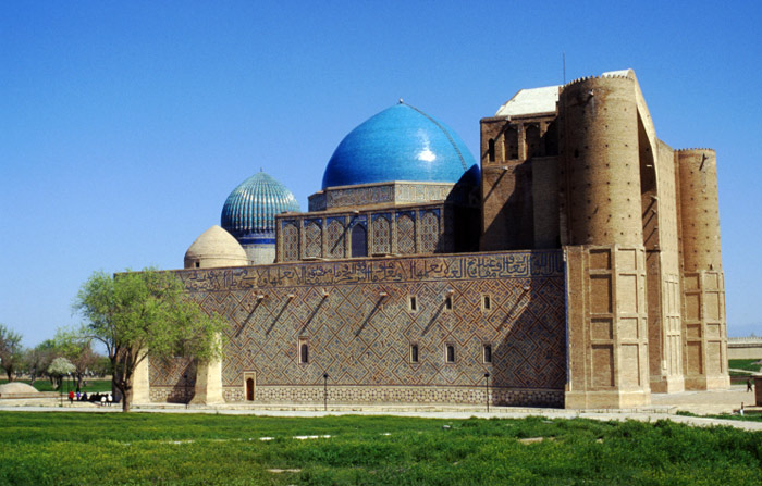 Lăng được xây dựng từ cuối thế kỷ 14, là nơi tưởng niệm Khoja Ahmed Yasawi - một trong những nhà thơ, nhà văn hóa người Kazakhstan có ảnh hưởng lớn ở các nước vùng Trung Á thế kỷ 12.