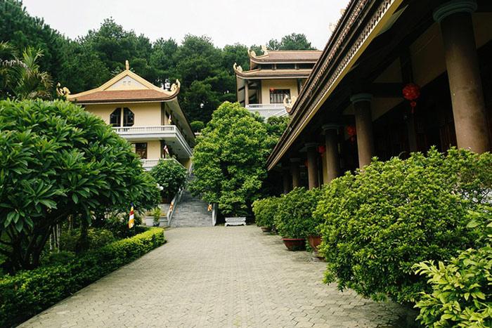 Thiền viện Trúc Lâm Tây Thiên được xây dựng mới trên chính nền tảng của Thiên Ân thiền tự cổ, có lối kiến trúc mang dấu ấn của một ngôi chùa Việt.