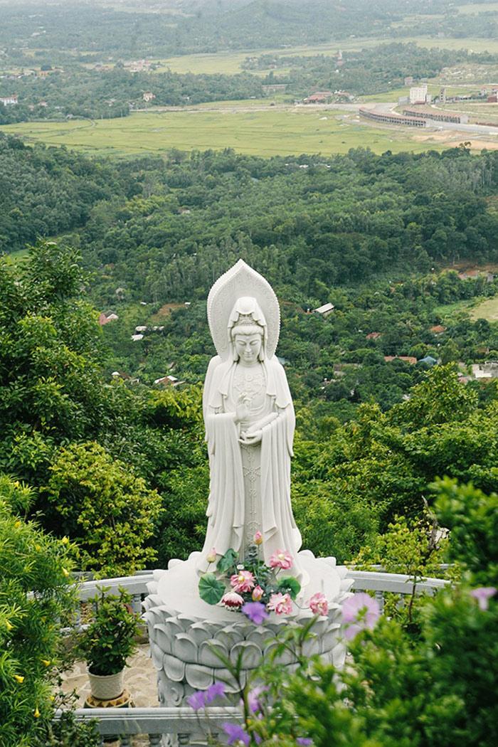 Tượng đức Phật Quan Âm Bồ Tát