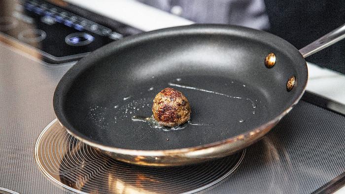 Món thịt viên chiên nhân tạo đầu tiên trên thế giới.