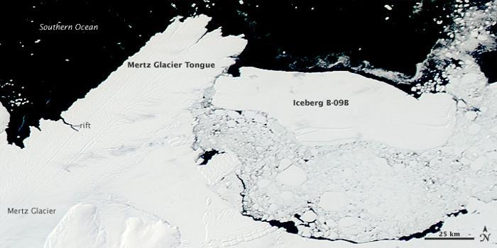 Tảng băng khổng lồ B-09B mắc kẹt trong vịnh.
