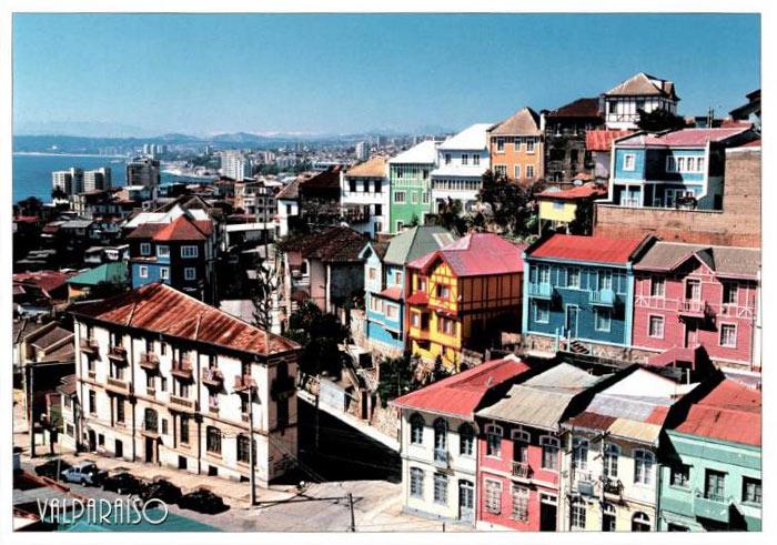Cả thành phố cảng này được dựng lên từ hàng trăm ngôi nhà đủ các màu sắc sặc sỡ mang đến một hình ảnh có 1 không 2 trên thế giới
