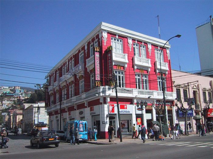 Mặc dù đã qua thời hoàng kim và không còn là một thành phố cảng trù phú như trong lịch sử nhưng Valparaiso ngày hôm nay đã có bước chuyển mình ngoạn mục trở thành một trung tâm văn hóa, một thành phố du lịch hấp dẫn tại Chile