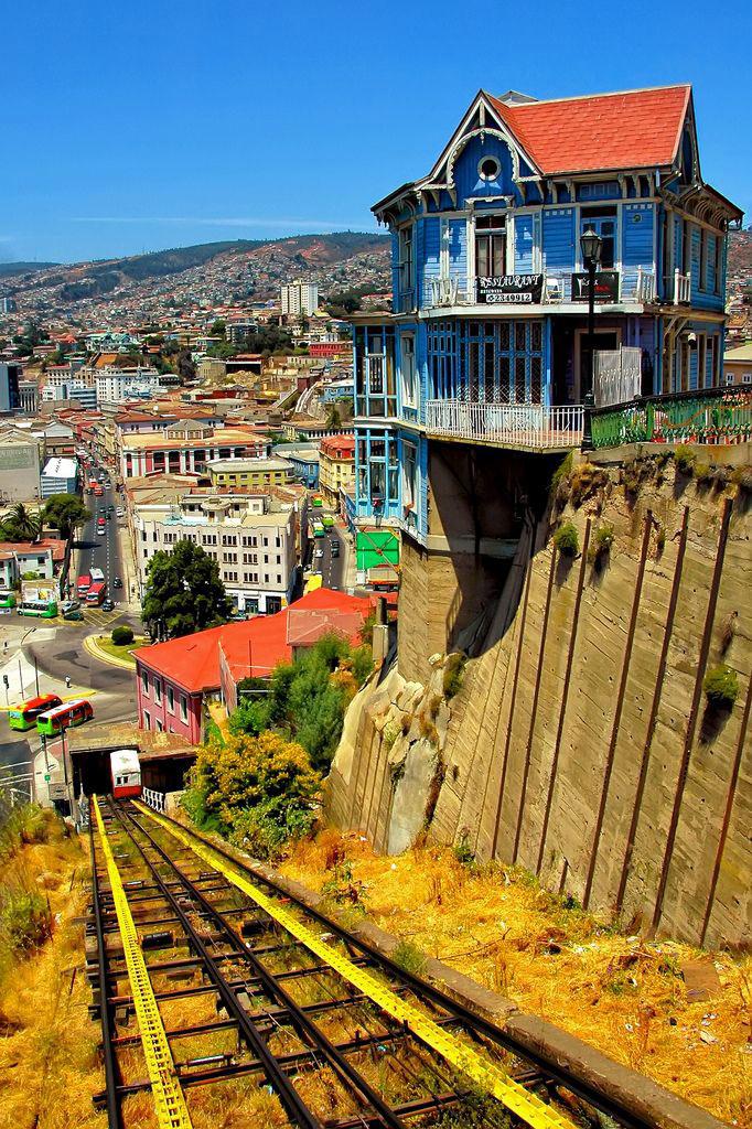 Trong những thập niên gần đây thành phố cổ Valparaiso đã hồi sinh trong vị thế mới - một thành phố của văn hóa nghệ thuật. Điều này đã được chứng mình bằng việc UNESCO công nhận Valparaiso Di sản văn hóa thế giới năm 2003.