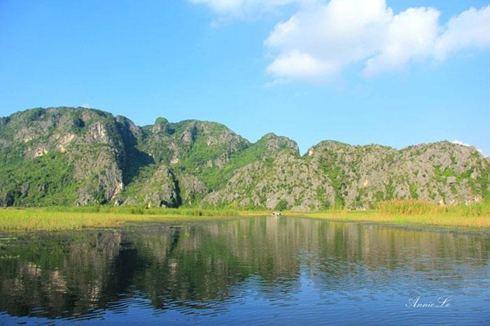 Ninh Bình là địa điểm thu hút với nhiều dự án điện ảnh tầm cỡ thế giới, sở hữu sự đa dạng về thiên nhiên và sinh thái, nổi bật nhất phải kể đến đầm Vân Long.
