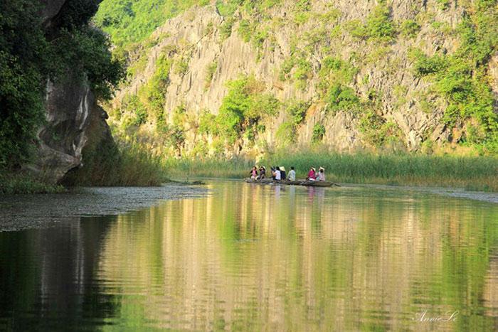 Nơi này không phải đầm nước tự nhiên, mà được hình thành từ những năm 1960 sau khi tuyến đê trị thủy sông Đáy được đắp