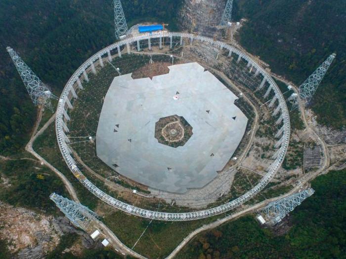 Kính viễn vọng vô tuyến lớn nhất thế giới của Trung Quốc sẽ hoàn thiện trong năm nay.