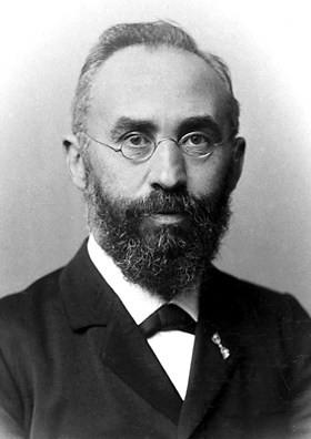 Lorentz – nhà vật lý chuyên về trường điện từ.