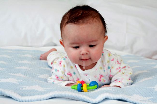 Dấu hiệu trẻ mọc răng sữa