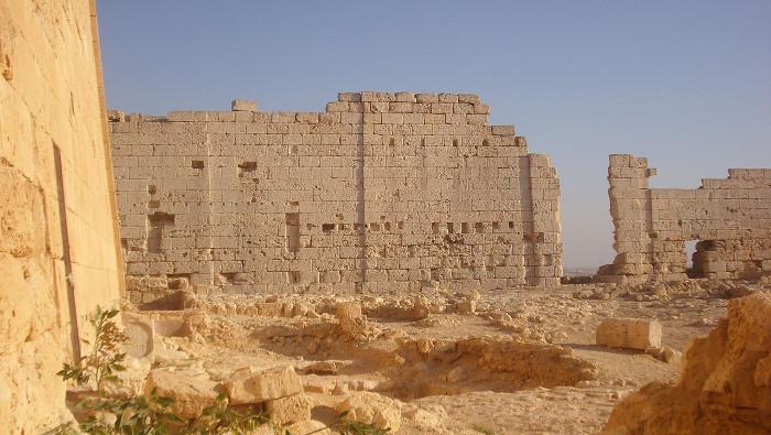 Khung cảnh phía nam ngôi đền thờ Osiris tại Taposiris Magna.