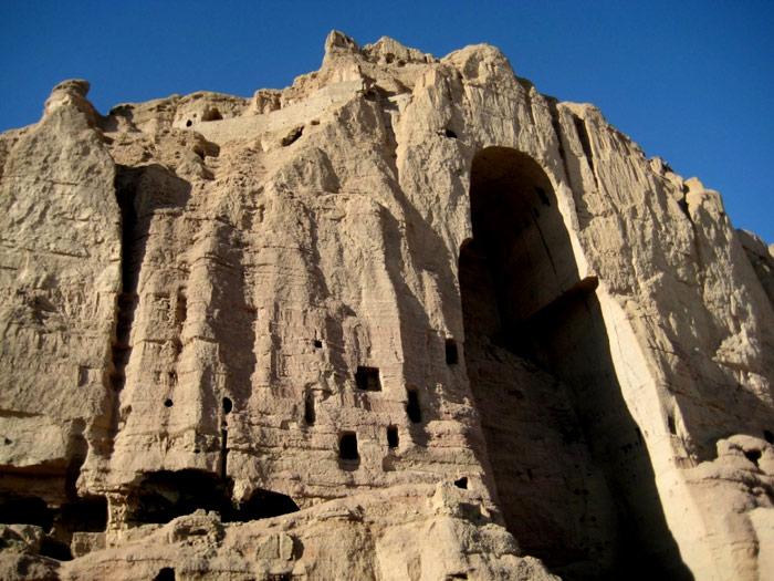 Bức tượng sau khi bị phá hủy chỉ còn lại 1 hốc lớn trên đá núi.