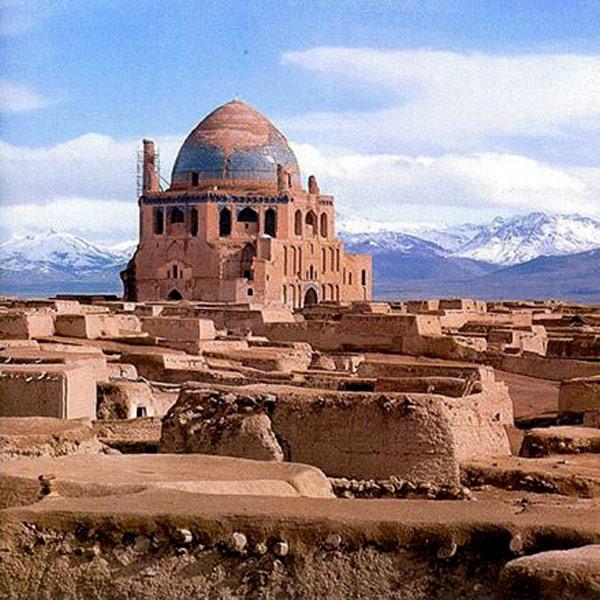 Soltaniyeh là một thành phố và thủ phủ của Soltaniyeh, Abhar, tỉnh Zanjan tại Iran