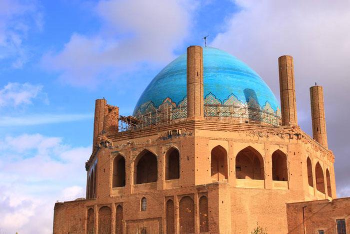 Mái vòm Soltaniyeh đã bị hư hỏng, xuống cấp khá nhiều sau hàng nghìn năm tồn tại.
