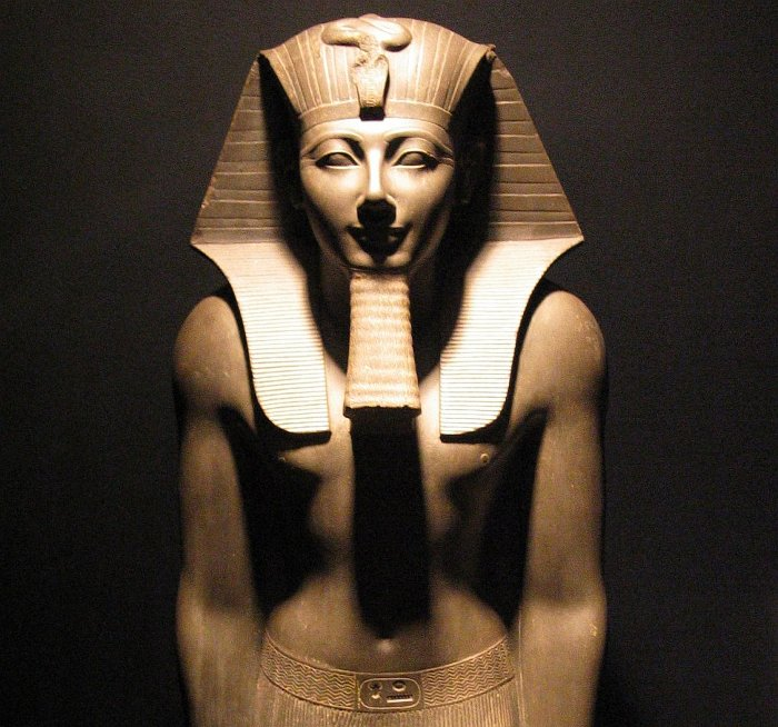 Tượng pharaoh Ai Cập Thutmose III.