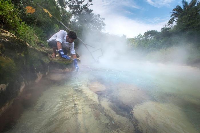 Adrés Ruzo bắt đầu nghiên cứu dòng sông từ năm 2011.