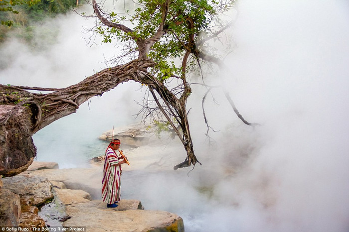 """Tên gọi của dòng sông nghĩa là """"sôi sục với hơi nóng Mặt Trời"""" trong ngôn ngữ địa phương."""