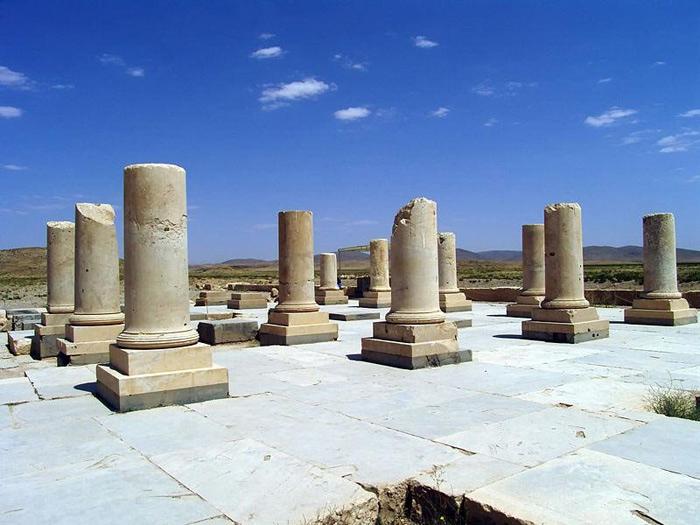 Công viên Hoàng gia Ba Tư trong cố đô Pasargadae