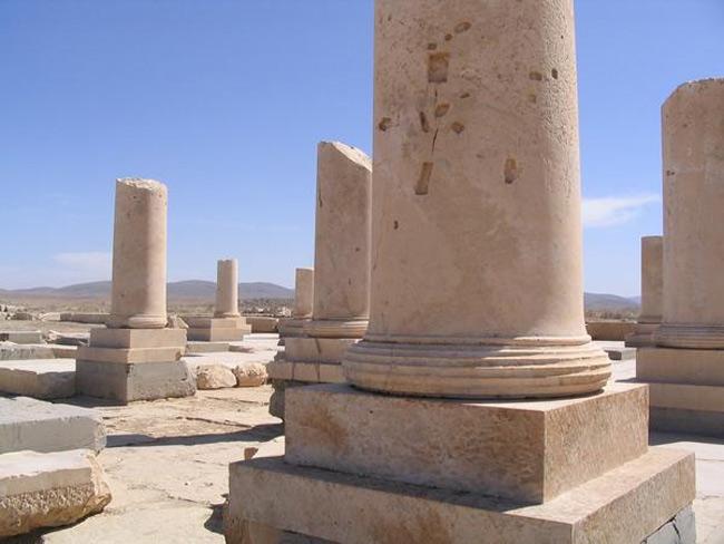 Cyrus Đại Đế đã truyền lệnh cho các thợ xây người Lydia xây dựng lăng mộ cho mình khi ông cảm nhận được tuổi già đang đến